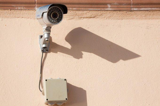 Image montrant une caméra murale extérieure