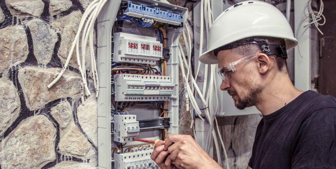 un expert en electricite